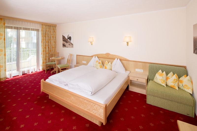 Zimmer suiten hotel landhaus zillertal f gen for Superior zimmer